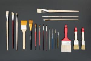 un set di pennelli per artisti per disegnare foto
