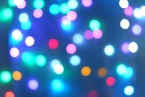 sfondo azzurro con molti colori e sembra interessante foto