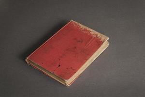 vecchio libro rosso foto
