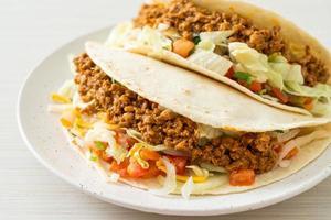 tacos messicani con pollo tritato foto