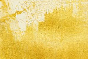 trama di vernice acrilica dorata su sfondo di carta bianca foto