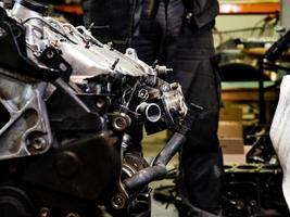 primo piano del motore a combustione interna diesel foto
