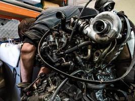riparazione di un motore a combustione interna diesel foto