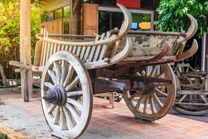 carrello di legno stile tailandese in thailandia foto