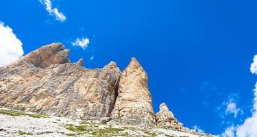 punto di riferimento delle dolomiti - tre cime di lavaredo foto