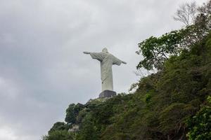 cristo redentore visto da rio de janeiro, brasile foto