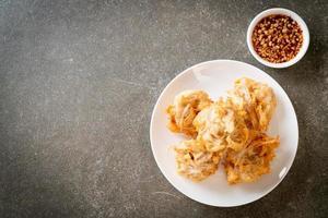 taro fritto con salsa foto