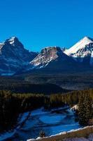 la gamma dell'arco vista dalla curva di morrant. parco nazionale di banff, alberta, canada foto
