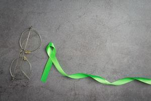 nastro verde. mese di sensibilizzazione sul glaucoma foto