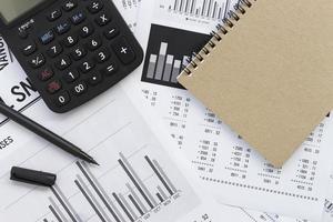 analisi dei grafici del mercato azionario di contabilità finanziaria foto