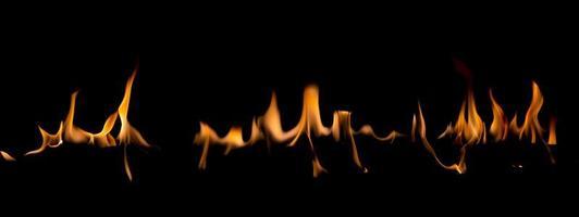 fiamma di fuoco su blackground foto