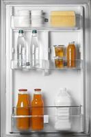 la disposizione del cibo sano in frigo foto