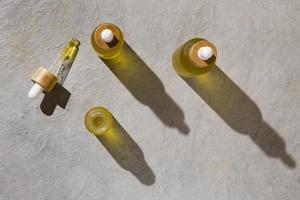 la disposizione del contagocce dell'olio di CBD foto