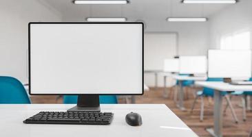 mockup del monitor del computer in un'aula foto