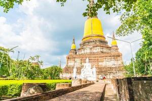 bella architettura antica storica di ayutthaya in thailandia - migliora lo stile di elaborazione del colore foto