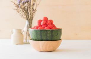 anguria fresca in tavola foto