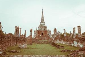 bella vecchia architettura storica di ayutthaya in thailandia - effetto vintage foto