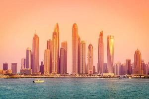 skyline della città moderna foto