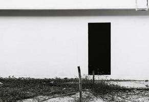 porta vuota della casa abbandonata - filtro effetto vintage foto
