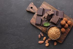 barretta di cioccolato vista dall'alto. bellissimo concetto di foto di alta qualità