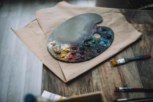 concetto di pittura con tavolozza di colori. foto