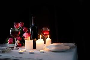 cena romantica a lume di candela per due innamorati, copia spazio foto