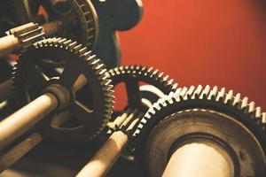 vecchi ingranaggi meccanici in ferro foto