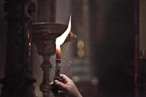 candele nella chiesa, terra santa, israele foto