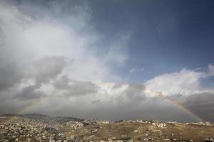arcobaleno su una vista della città vecchia di Gerusalemme foto
