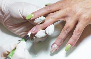 decorazione e manutenzione delle unghie foto