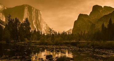 valle del parco nazionale di Yosemite foto