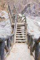 lunghi gradini in cemento all'aperto foto