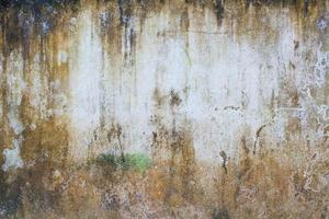 muro rosso marrone grunge, con uno spazio bianco al centro foto