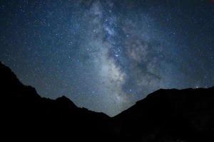 cielo notturno dell'altopiano di vercenik, tacchino, vista dell'altopiano del mar nero foto