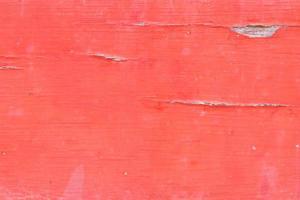 primo piano della vecchia struttura in legno dipinta su rosso foto