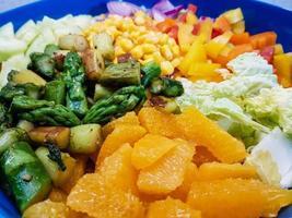 pecorino impanato e al forno con insalata di surimi foto