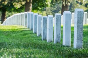 pietre tombali nel cimitero di arlington foto