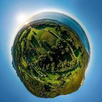 vista panoramica aerea del lago di ginevra dal drone foto