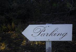 vecchio segno di parcheggio foto