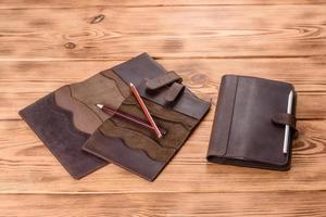bellissima custodia marrone in pelle realizzata in pelle progettata per un notebook foto