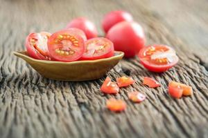 pomodori rossi freschi foto