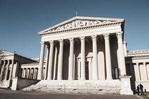 museo di belle arti sulla piazza degli eroi a budapest, ungheria foto