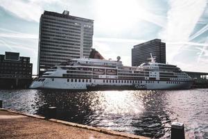 nave da crociera ad amsterdam, paesi bassi, europa foto