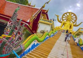 grande statua del buddha al tempio di wat phra yai, koh samui, thailandia, 2018 foto