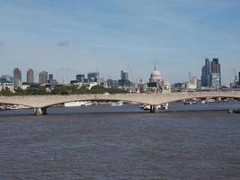 il ponte di waterloo a londra foto