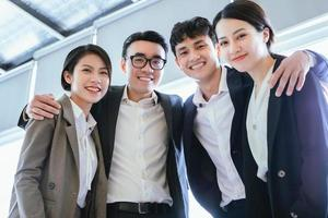 ritratto di gruppo di uomini d'affari asiatici foto