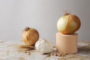 la disposizione di cipolla aglio vista laterale foto