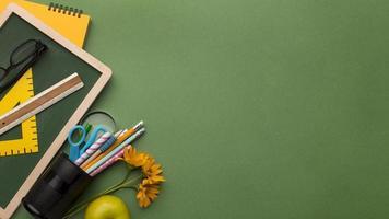 l'assortimento di elementi per la giornata dell'insegnante foto