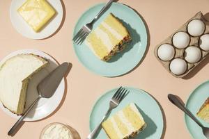 concetto di compleanno con torta gustosa foto