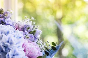 primo piano di un mazzo di fiori foto